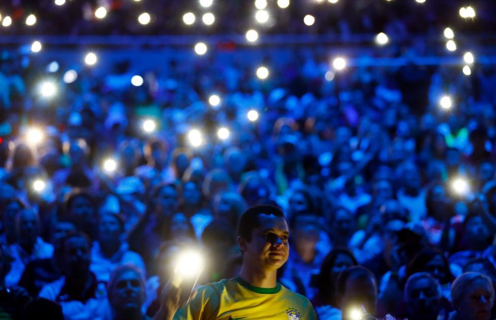Spectators use their phones. REUTERS/Kai Pfaffenbach