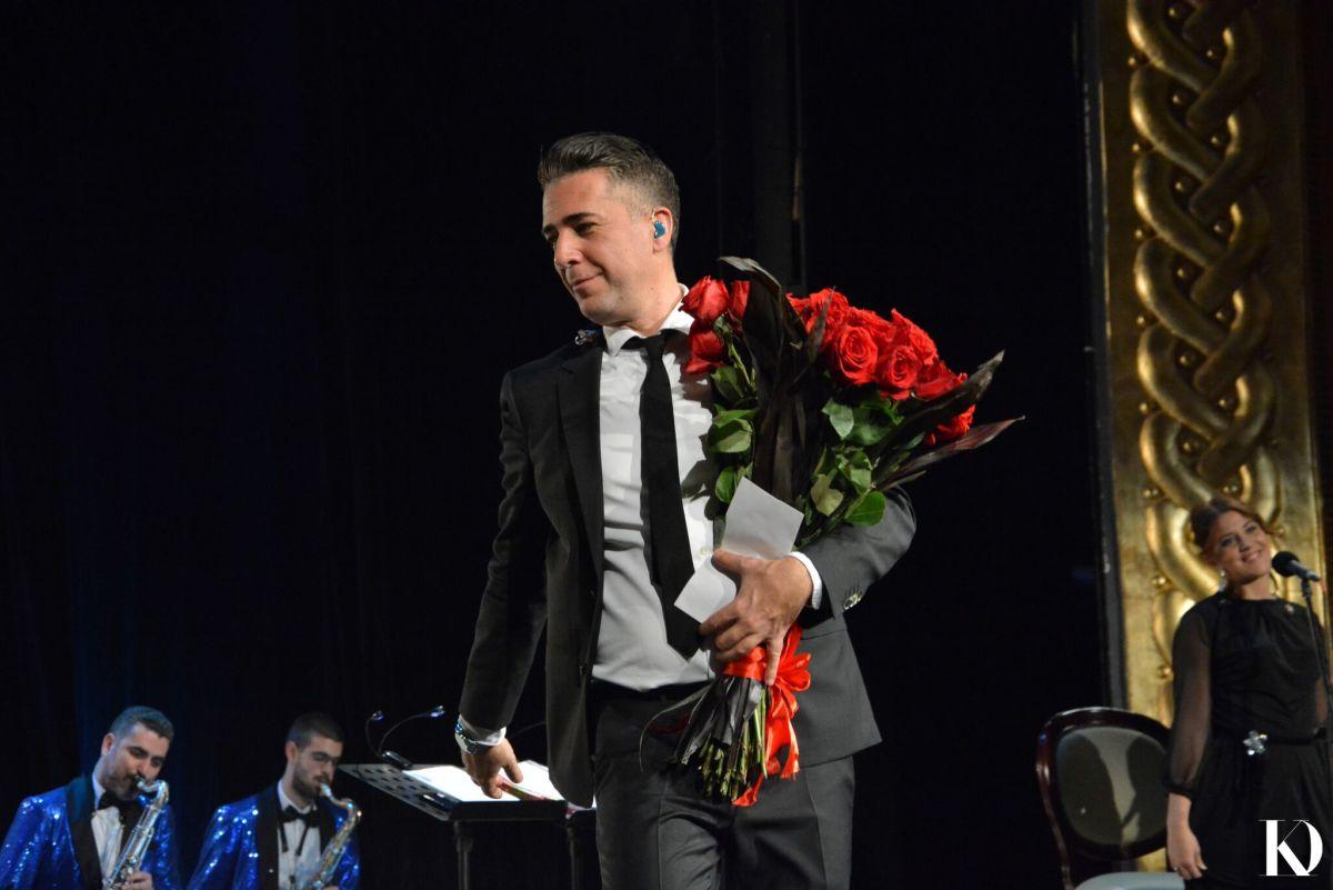ОВАЦИИ ВО МНТ: Македонците воодушевени од предновогодишниот концерт на Жељко Јоксимовиќ (ФОТО)