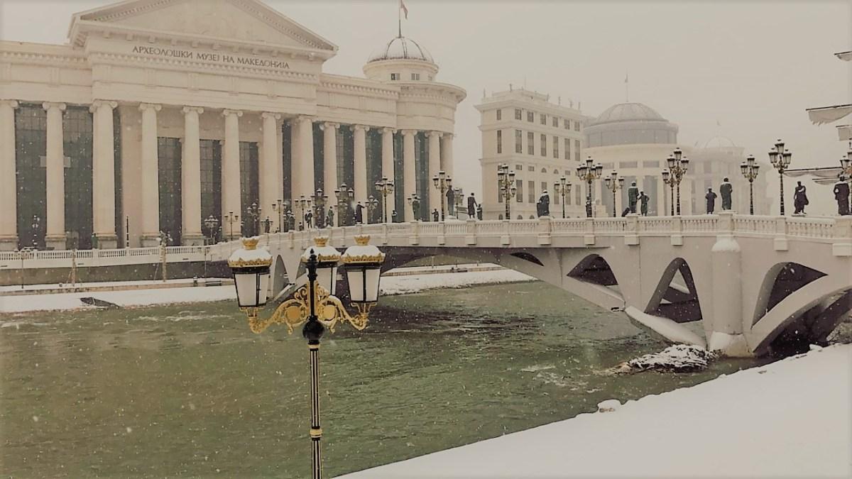 Во Скопје наврнале 15 сантиметри снег