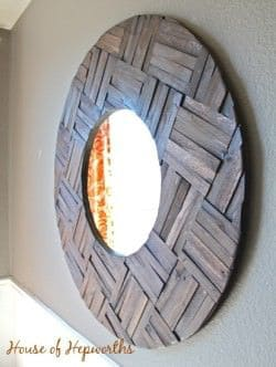 Espejo con trozos de madera