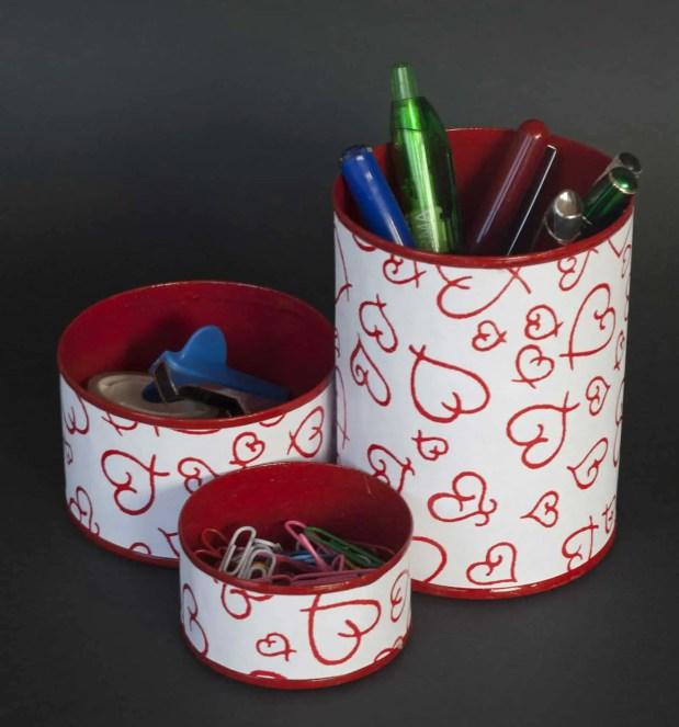 Cómo reciclar latas de conservas para organizar los objetos de escritorio
