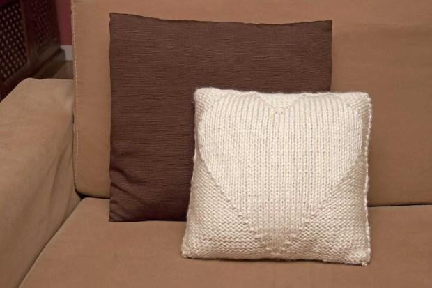 Ideas f ciles para tejedoras novatas cojines de lana - Como hacer punto de lana para principiantes ...