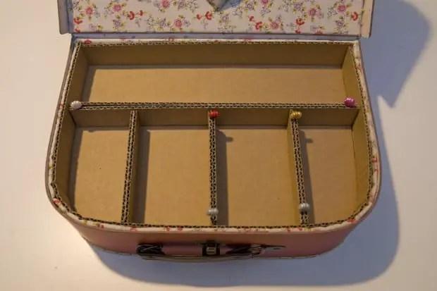 Bandeja de cartón para hacer un costurero