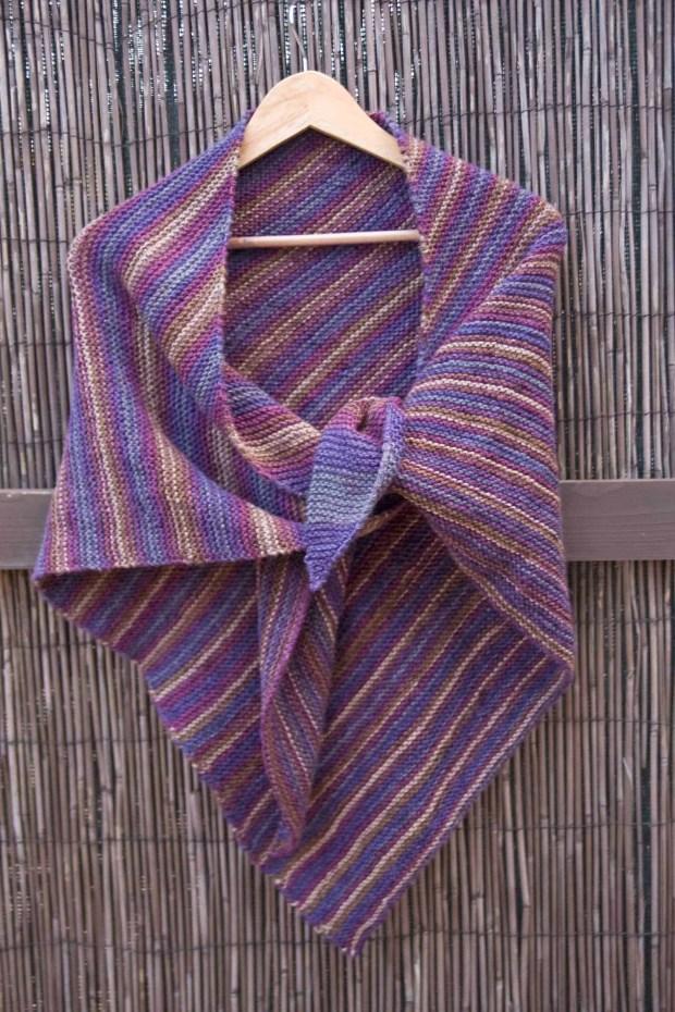 Desafío Handbox: Chal triangular con lanas Rubí