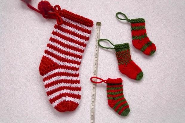 Cómo tejer un calcetín de Navidad con dos agujas - Por cuatro cuartos