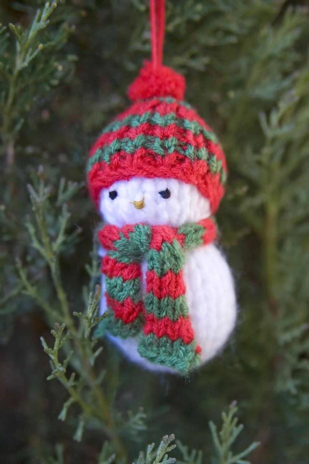 Como tejer un muñeco de nieve para el árbol de navidad