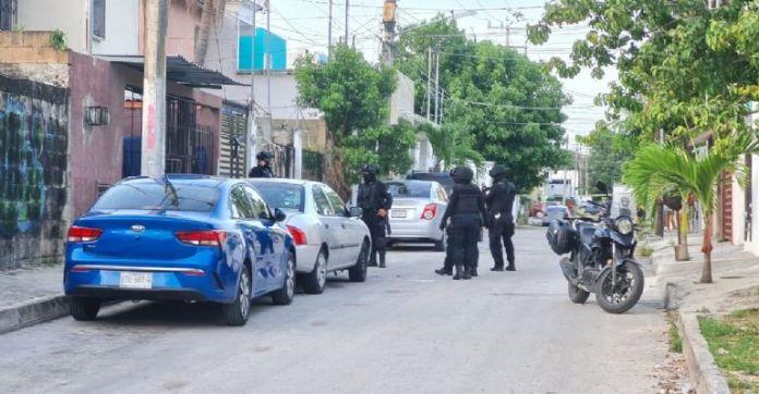 Policías disparan contra un motociclista y recogen la evidencia en Cancún    PorEsto