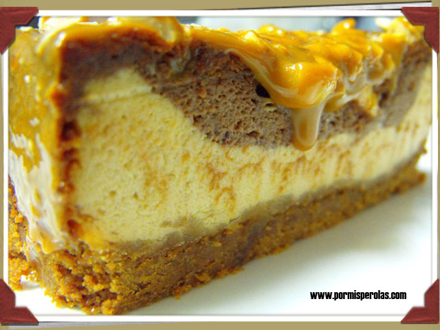 Cheesecake con dulce de leche, chocolate y avellanas