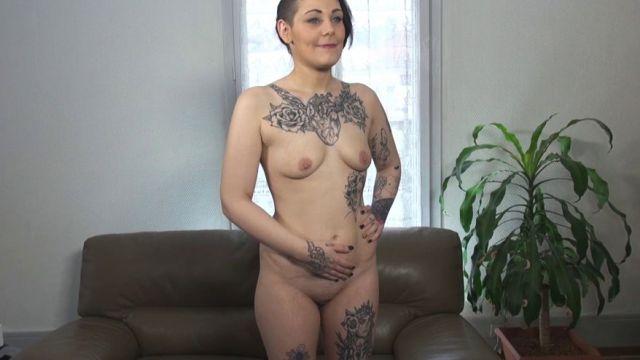 Inédit : on efface les tatouages de Mélissa pour faire plaisir à sa mère ! (vidéo exclusive)