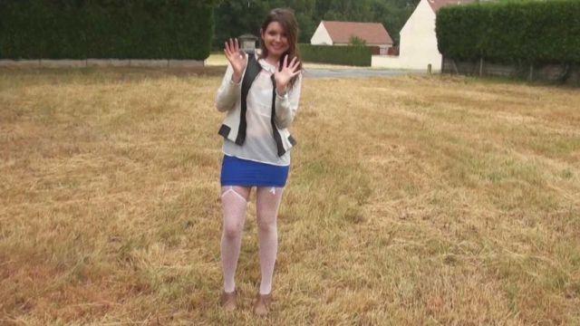Angela, petite brunette de 18 ans, son dépucelage anal douloureux et intense ! (vidéo exclusive)