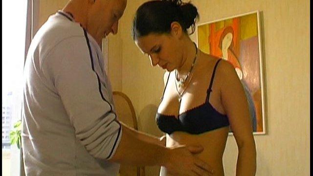 Une bonne vidéo de sexe français dans une chambre d'hotel
