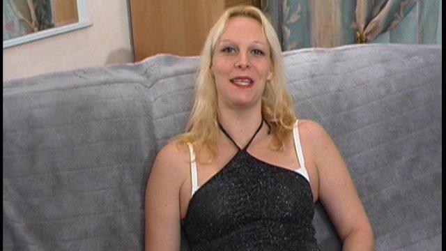 Kelly, une grande et belle blonde qui vient de belgique pour du sexe intense
