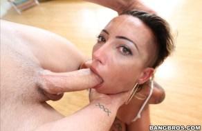 Sexo hardcore para la culona de Bella Bellz
