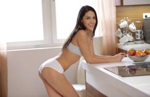 fotos Carolina Abril se masturba duro en la cocina