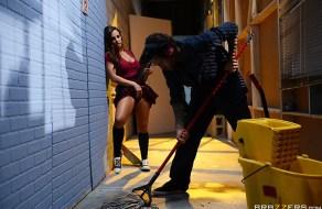 fotos Abigail Mac seduce al tio de limpieza