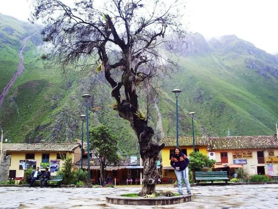 Fotografía en la Plaza de Ollantaytambo, Perú.