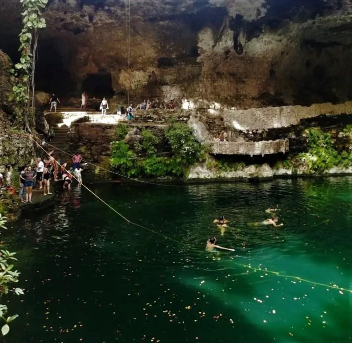Cenote Zací desde abajo.