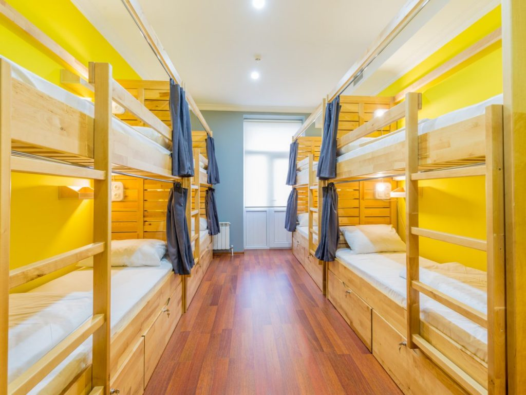 ¿Cómo es realmente hospedarse en un hostel?