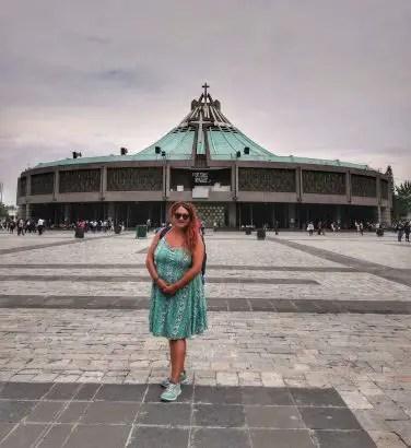 Foto con la Basílica de La Virgen de Guadalupe de fondo.