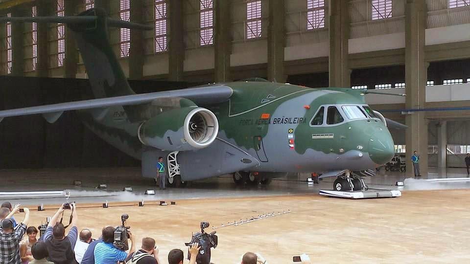 Le KC-390 vient d'effectuer son ROLL-OUT