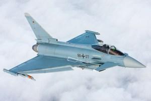 Avion instrumentalisé de série IPA7 doté du kit d'amélioration aérodynamique.