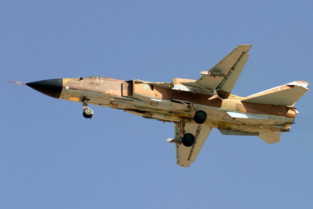 Su-24 iranien, similaire à ceux utilisés par la Russie et la Syrie. C'est un appareil de ce type qui a été abattu par l'aviation turque en novembre dernier, montrant la complexité des tensions internationales dans la région. Image de Shahram Sharifi