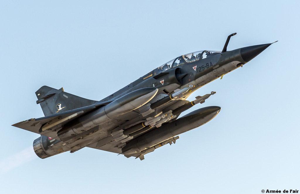 Départ en mission d'un Mirage 2000 N avec 4 GBU 12