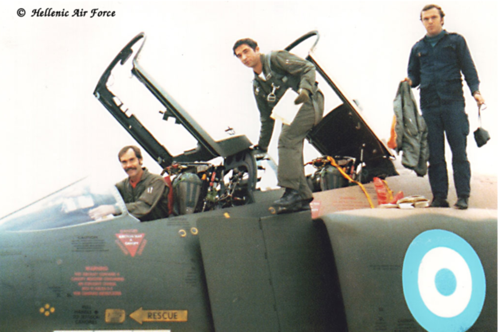 Arrivée du premier RF-4E à Larissa