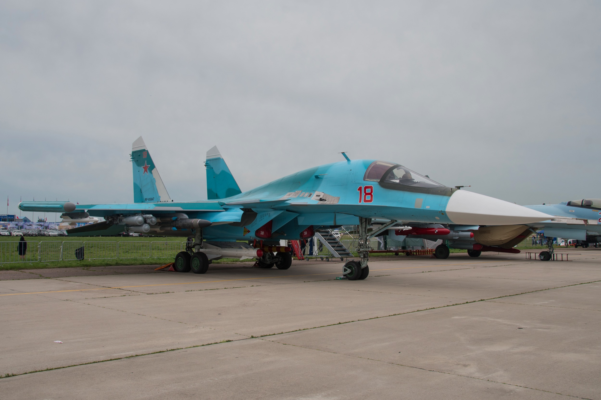 """Sukhoi Su-34 """"Fullback"""", 18 rouge"""
