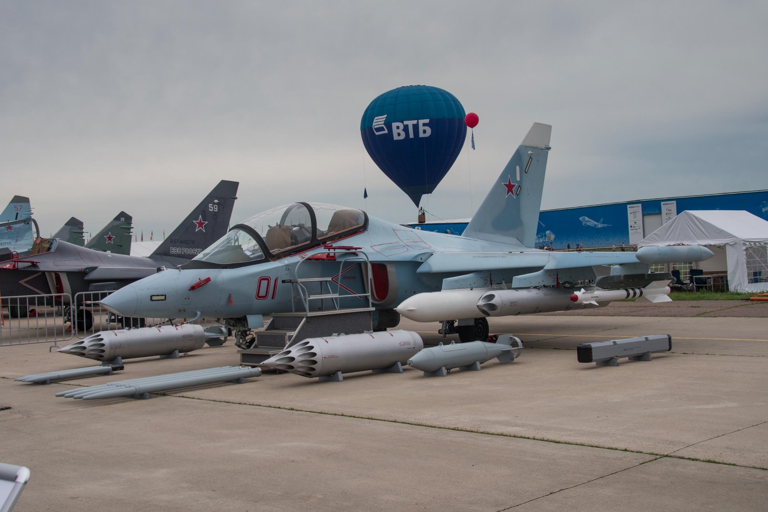 "Yakovlev Yak-130 ""Mitten"", 01 Rouge"
