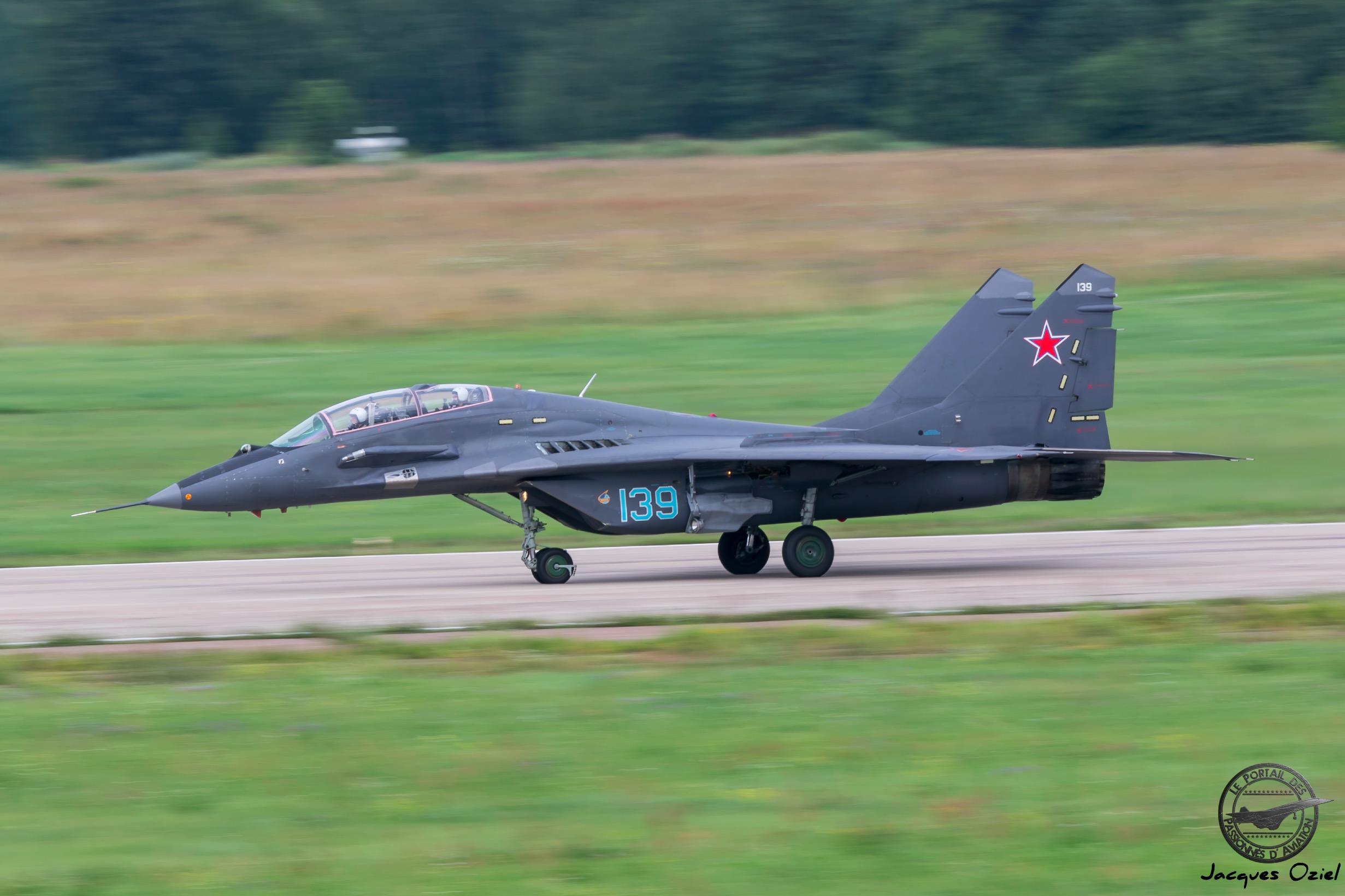 MiG-29UB, 139 Bleu.