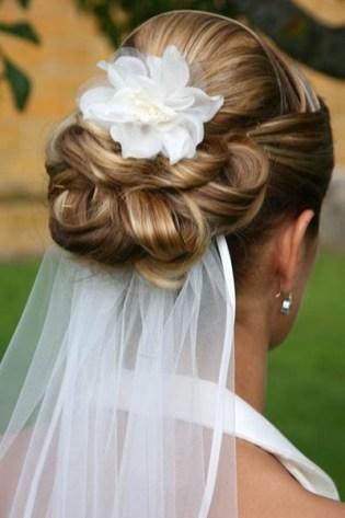 penteados de casamento com flores 20