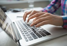 As Escolas Técnicas (Etecs) e Faculdades de Tecnologia (Fatecs) estaduais oferecem plantões à distância gratuitos para orientar o contribuinte no preenchimento da declaração de IR.