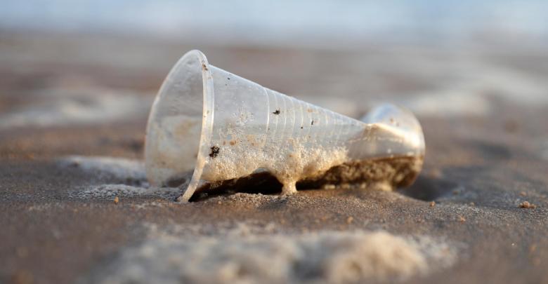plasticos praia