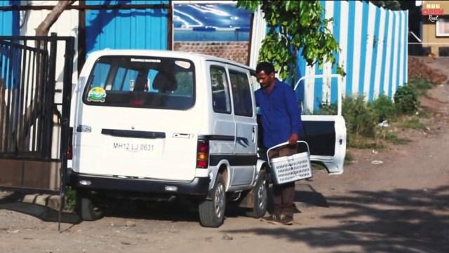 Homem economiza dinheiro durante 10 anos para comprar ambulância e ajudar animais abandonados 2