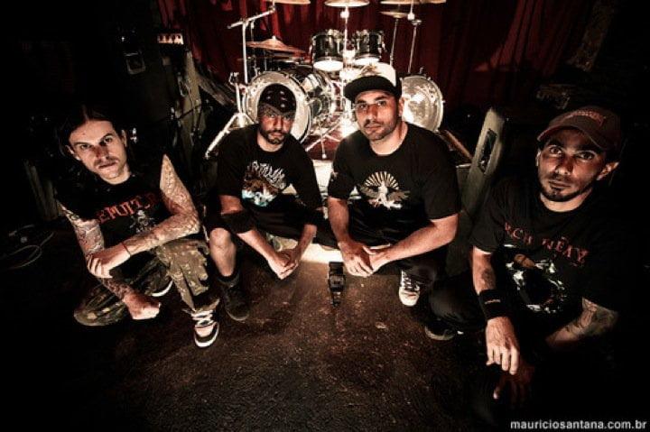 Confronto: banda disponibiliza duas músicas cantadas em inglês
