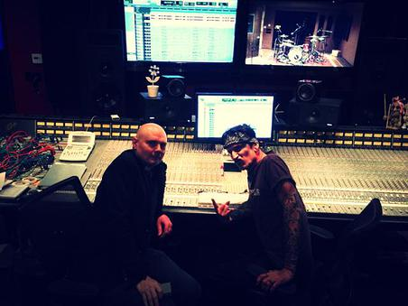 Billy Corgan e Tommy Lee no estúdio gravando o novo álbum do Smashing Pumpkins