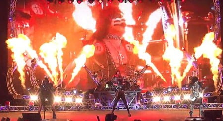 Kiss na abertura da turnê conjunta com o Def Leppard em Salt Lake City, nos EUA