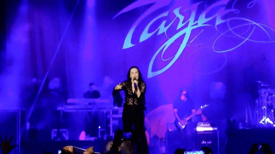 Tarja: cantora faz sua primeira apresentação em Recife e leva fãs ao delírio