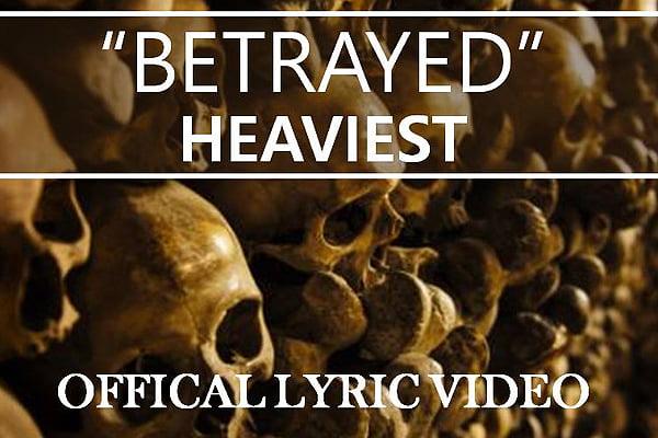 """Heaviest lança lyric vídeo da música """"Betrayed"""""""