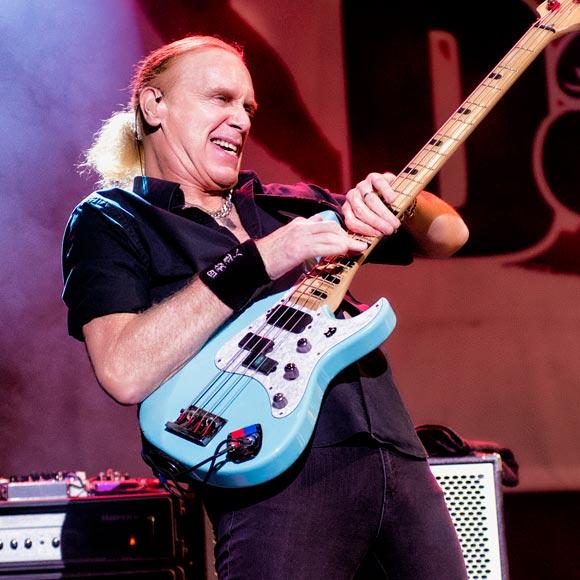 Billy Sheehan: baixista grava vídeo onde convida a todos para o show do Manifesto