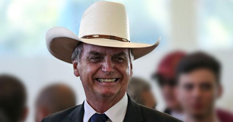 Ministro do Superior Tribunal Federal sugere que Bolsonaro passe a usar mordaça