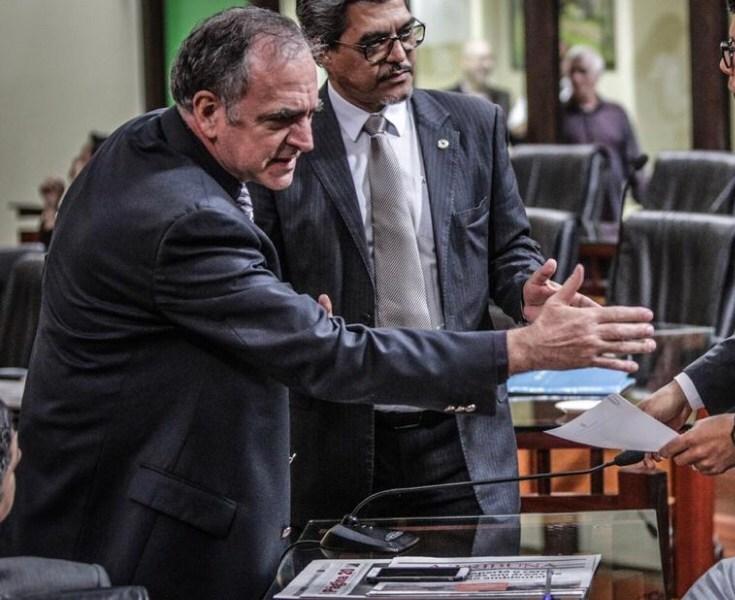 Cameli chama deputado da Frente Popular para ser líder na Aleac; Gehlen Diniz pula fora sem avisar