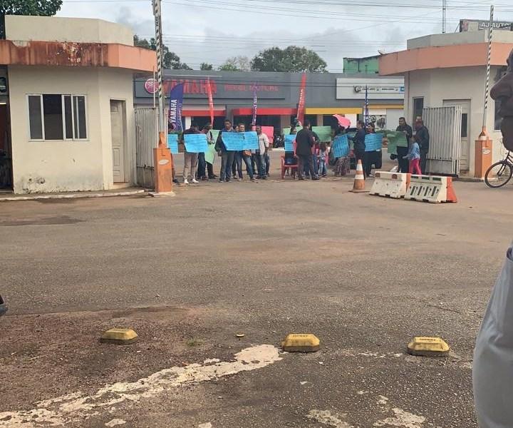 Moradores do Belo Jardim fecham acesso do Deracre e da Seinfra por Ruas do Povo