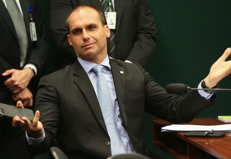 Autoridade dos EUA diz que Eduardo Bolsonaro não fala nem inglês, nem espanhol