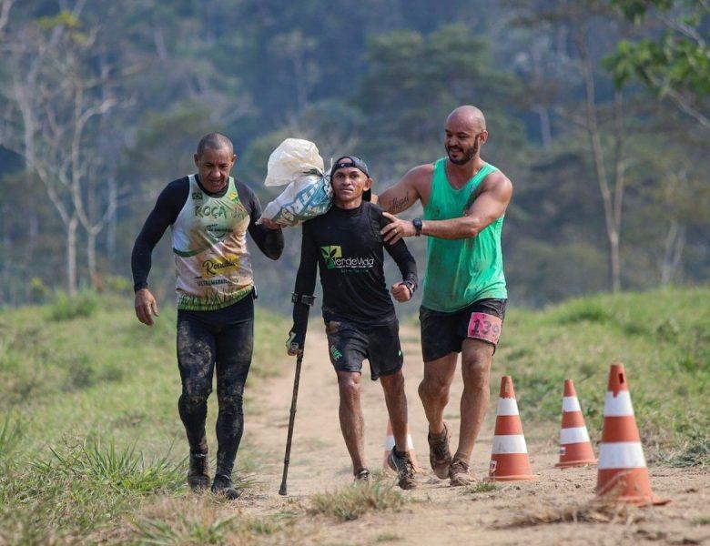 De muletas, corredor com paralisia já ganhou 82 medalhas no AC e vai subir os Andes para alcançar os mil km