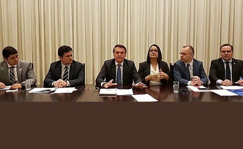 Vídeo: Bolsonaro pede a internautas que apaguem críticas a ele no Facebook