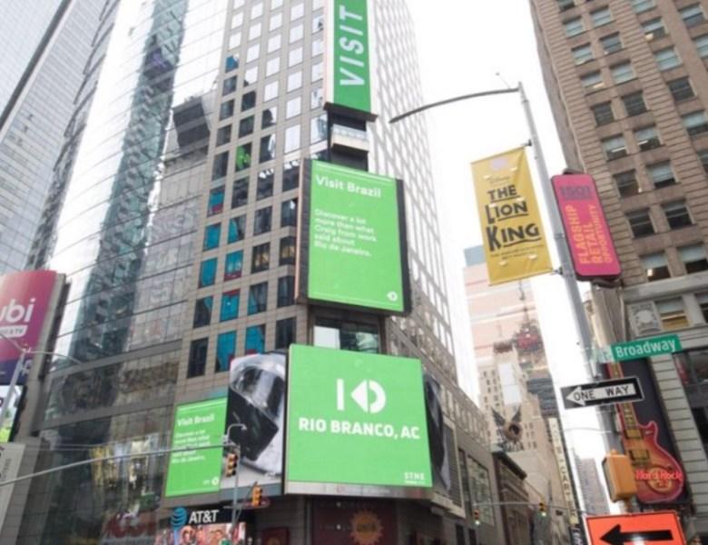 Stone homenageia Rio Branco na Times Square, em Nova York