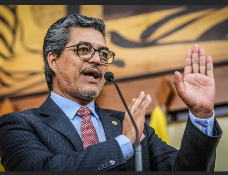 Edvaldo Magalhães diz que governador não confia na própria equipe.