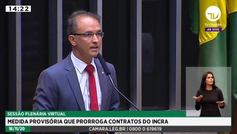 Leo de Brito lidera bancada petista para que o auxílio-emergencial retorne aos 600 reais